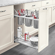 Base cabinet with utensil holder pullout