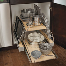 Pots and pans pull out cabinet for functional baking area