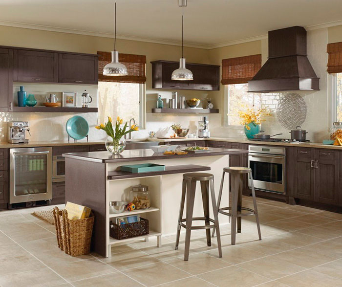Shaker Style Cabinets in a Casual Kitchen