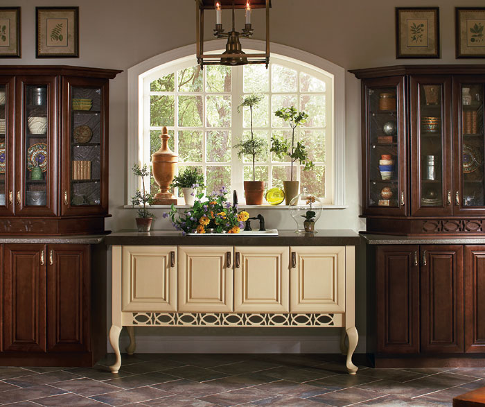 Rustic Maple Kitchen Cabinets: Cherry Shaker Cabinets In Rustic Kitchen