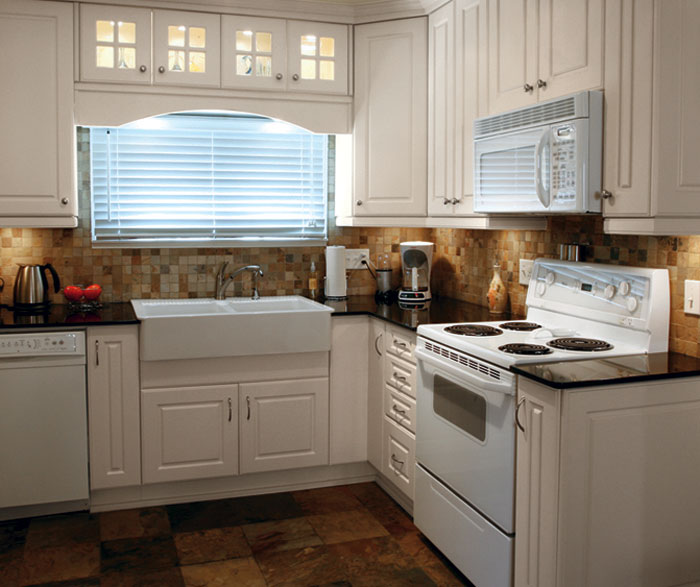 Thermofoil kitchen cabinets in antique kitchen by Kitchen Craft Cabinetry