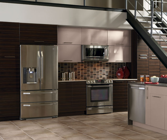 High gloss kitchen cabinets in thermofoil